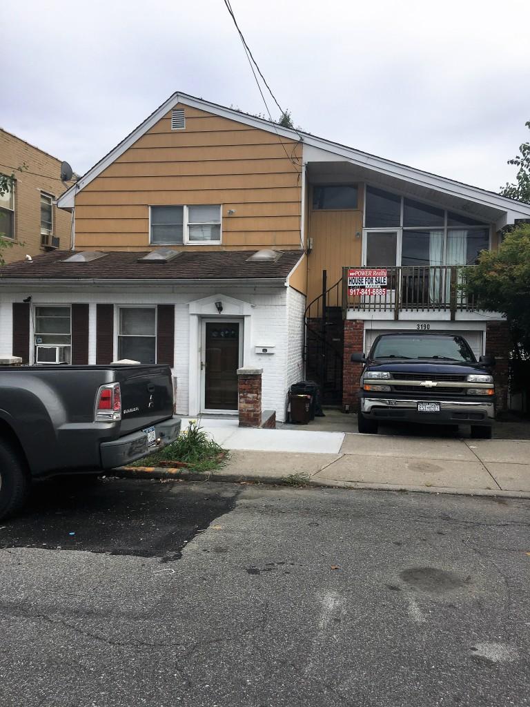 Huge 1 family detached w 1 car garage on 50 100 mppower for Single car detached garage